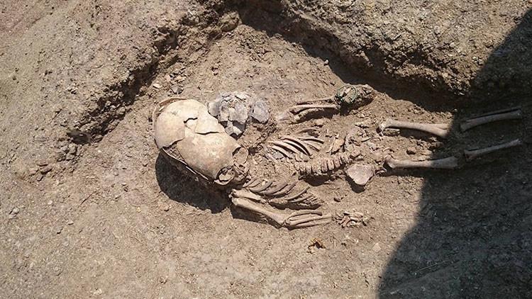 'Tumba de extraterrestre': Hallan un extraño bebé con el cráneo alargado en una necrópolis de Crimea