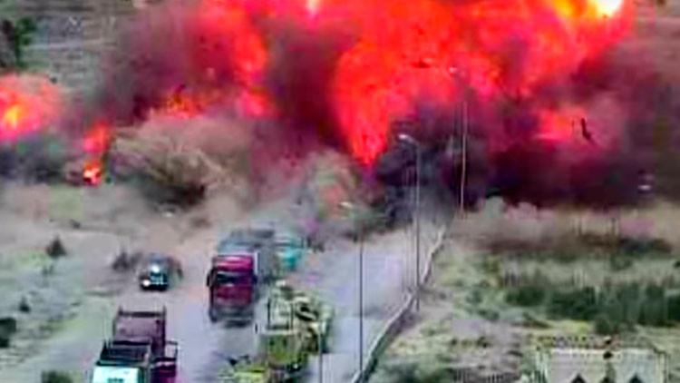 Video: Valiente tanquista aplasta con su blindado un coche terrorista repleto de explosivos