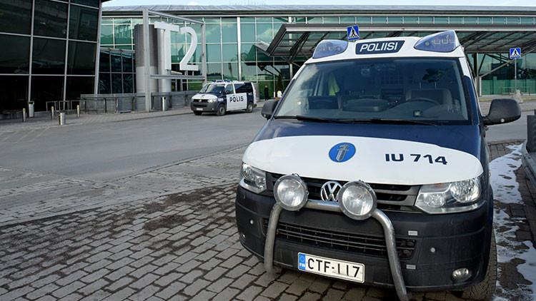 Un coche arrolla a una multitud en Helsinki