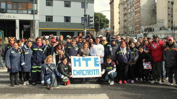 Abre en Argentina el primer bachillerato popular para cartoneros