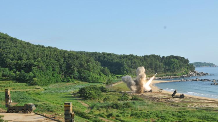 """EE.UU. y Corea del Sur consideran una """"respuesta militar"""" a la prueba de misil balístico de Pionyang"""