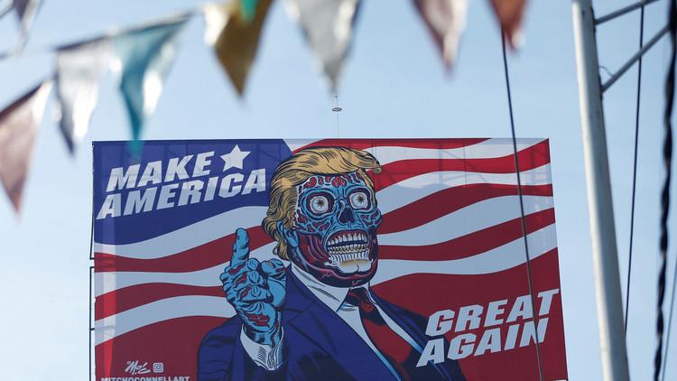 Un Donald Trump 'alienígena' aparece en la Ciudad de México