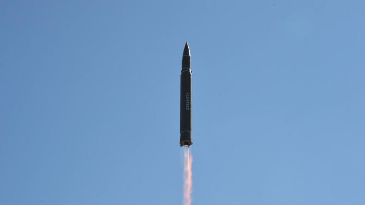 VIDEO: Cámaras de Japón captan el momento de la caída del misil balístico norcoreano