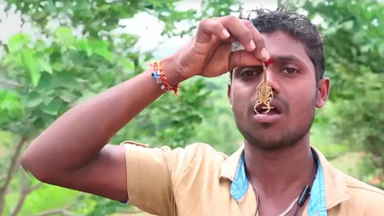 VIDEO: Fieles hindúes se ponen alacranes en la cara durante un festival religioso