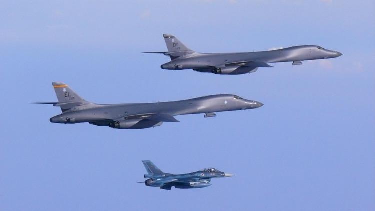 Dos bombarderos de EE.UU. sobrevuelan la península coreana tras el ensayo de misiles de Pionyang