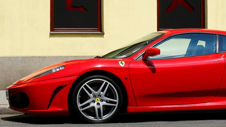 FOTOS: Compra un Ferrari y lo convierte en cenizas en una hora
