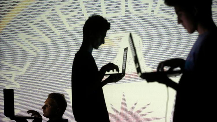 Exdirector de la CIA revela por qué se producen filtraciones de información clasificada