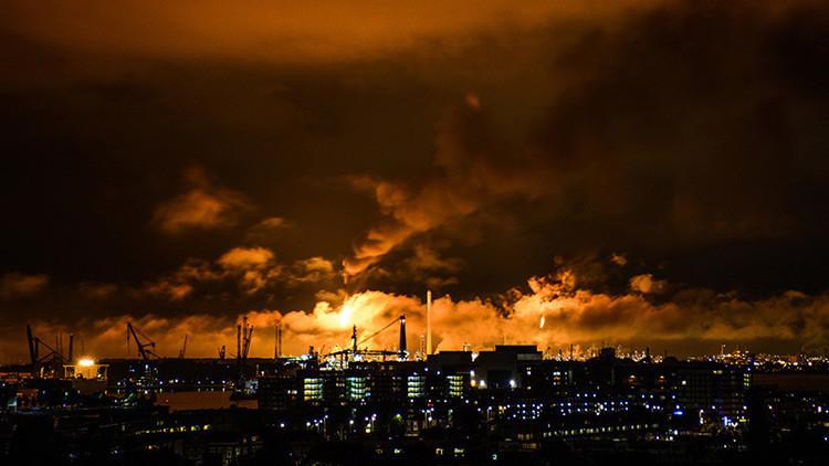 Shell cierra temporalmente la mayor refinería de Europa tras un gran incendio (fotos, videos)