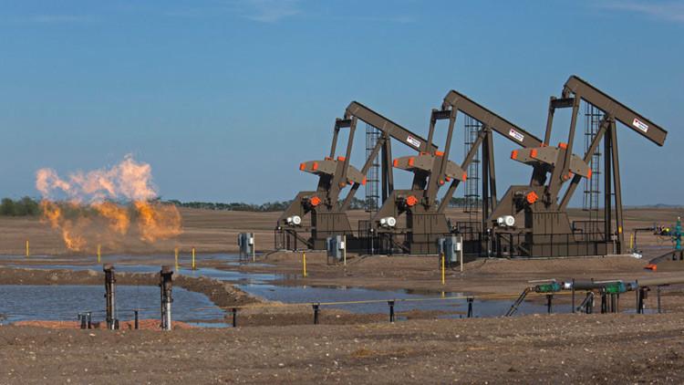 Sube el precio del crudo por la caída de las reservas de EE.UU. y el riesgo de sanciones a Venezuela