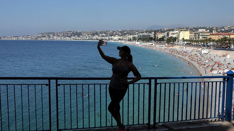 Aplastados, electrocutados o ahogados: cómo la locura de las selfis mata a los jóvenes