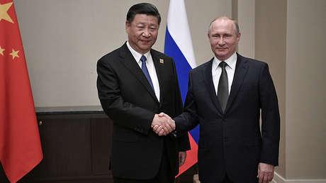Foto de archivo: El presidente chino Xi Jinping, con el presidente ruso, Vladímir Putin