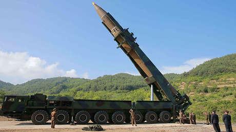 El misil balístico intercontinental Hwasong-14. Foto difundida por la agencia KCNA