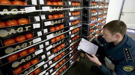 Incautan tomates en un puesto aduanero