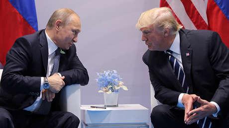 El presidente de Rusia, Vladímir Putin, con su homólogo de Estados Unidos, Donald Trump