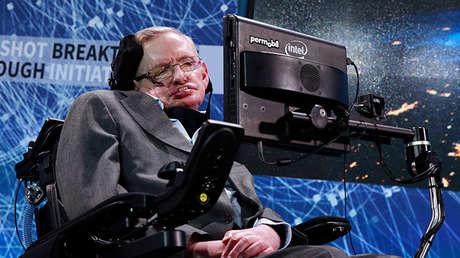 El físico Stephen Hawking participa en el proyecto Breakthrough Starshot, Nueva York, EE.UU., 12 de abril de 2016.
