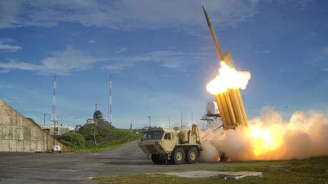 Un interceptor del sistema THAAD realiza una prueba exitosa, foto sin fecha proporcionada por la Agencia de Defensa de Misiles del Departamento de Defensa de EE.UU.