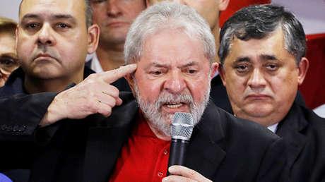 El ex presidente brasileño Luiz Inácio Lula da Silva asiste a una conferencia de prensa tras ser condenado por cargos de corrupción en Sao Paulo, Brasil, 13 de julio de 2017.