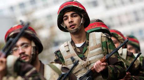 Miembros de la milicia Basij, subordinada a la Guardia Revolucionaria iraní.