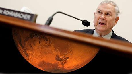 El representante Dana Rohrabacher y un hemisferio de Marte