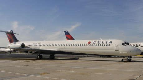 Un avión MD-90 de Delta Airlines en el Aeropuerto Internacional Hartsfield-Jackson en Atlanta (Georgia, EE.UU.), el 9 de diciembre de 2011.