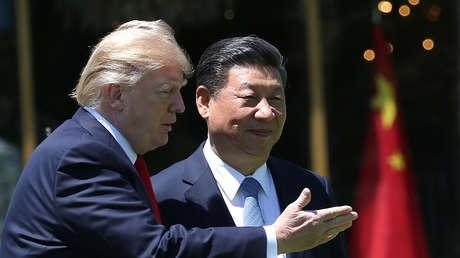 El presidente de EE.UU., Donald Trump, junto con su homólogo chino, Xi Jinping, en Florida, Estados Unidos, 7 de abril de 2017.