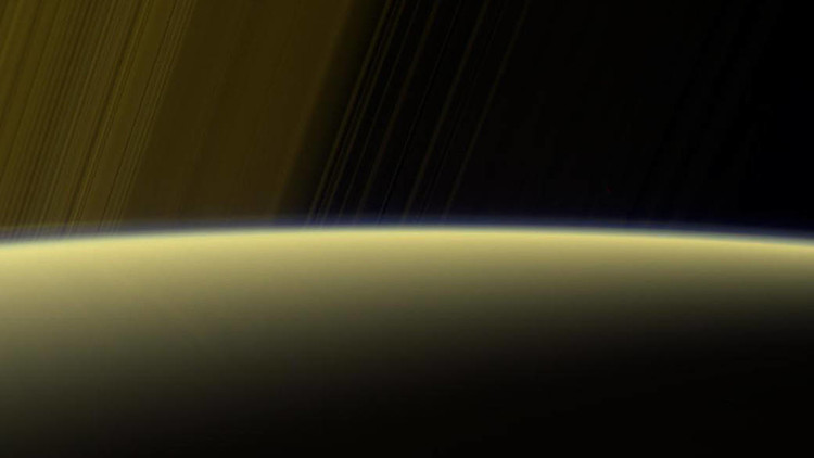 VIDEO: La sonda Cassini muestra una 'cortina fantasmal' de Saturno