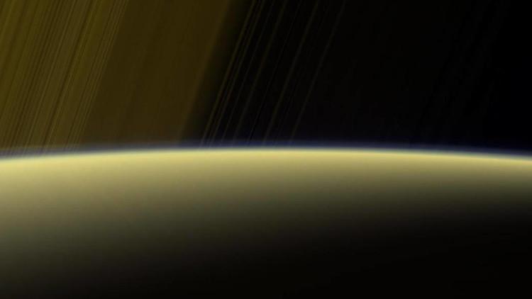 VIDEO: La sonda Cassini muestra una 'cortina fantasmal' de Saturno