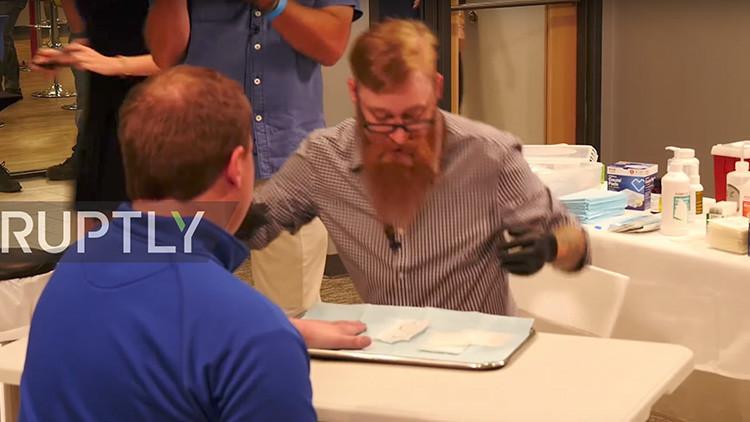 VIDEO: Así implanta una empresa de EE.UU. microchips en el cuerpo de sus empleados