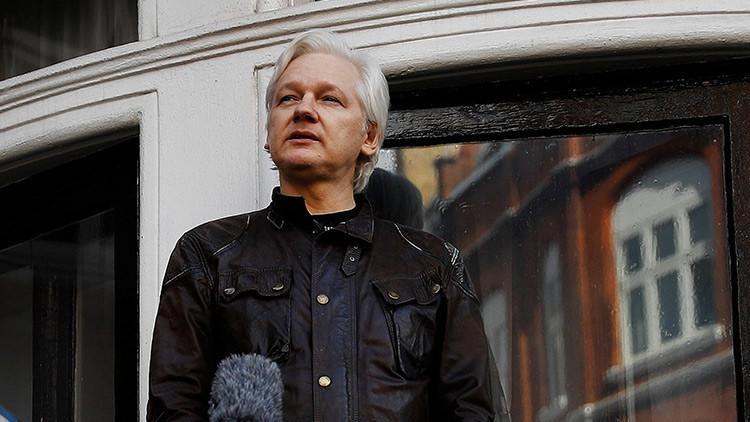 """""""¿Quiere que me arresten?"""": Assange trolea al presidente francés por correos electrónicos filtrados"""