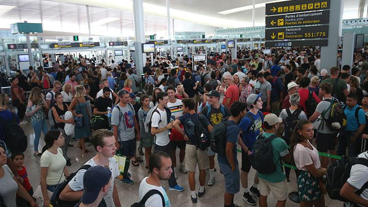 Colas en el aeropuerto de Barcelona por una huelga de personal (fotos, video)