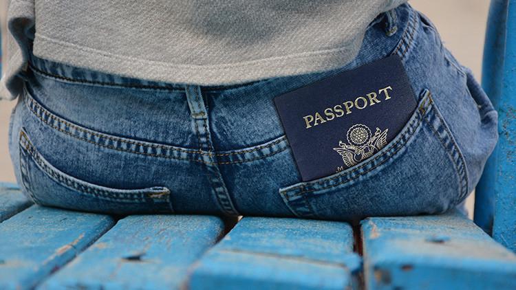 La infortunada fotografía de una joven en su nuevo pasaporte que se vuelve viral (FOTO)