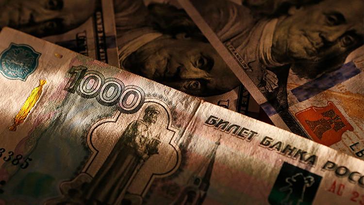 """""""Rusia intensificará medidas para reducir la dependencia del dólar en respuesta a las sanciones"""""""