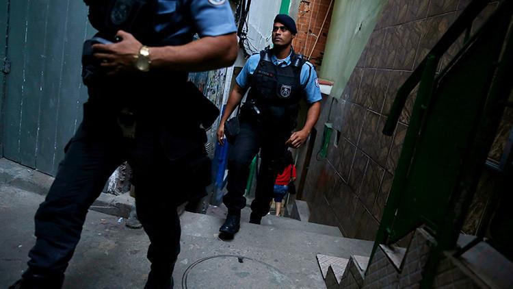 Turista británica busca agua y acaba baleada por unos narcos en una favela en Brasil