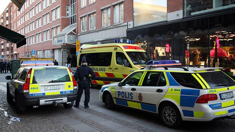 Varios heridos en Estocolmo al embestir un vehículo contra la entrada de un hospital
