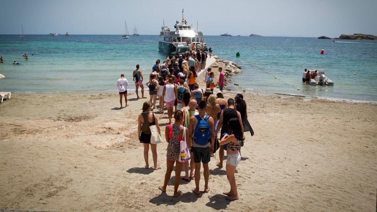 Ibiza: original manifestación sonora contra los excesos del turismo festivo