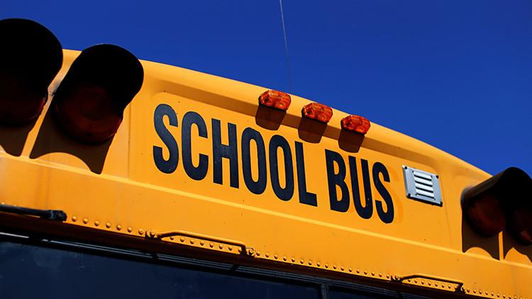 Muere un niño olvidado durante 12 horas en un transporte escolar de Estados Unidos