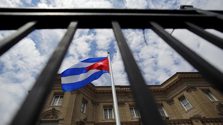 EE.UU. expulsa a dos diplomáticos cubanos