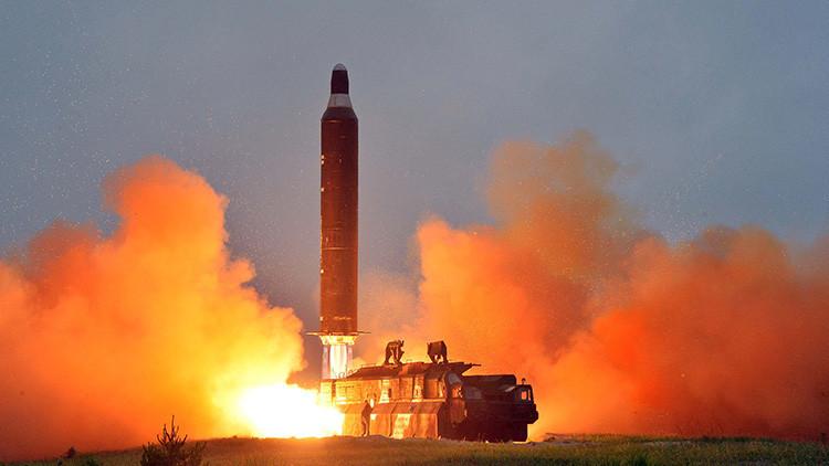 Un lanzamiento de prueba del misil balístico de largo alcance Hwasong-10 junio