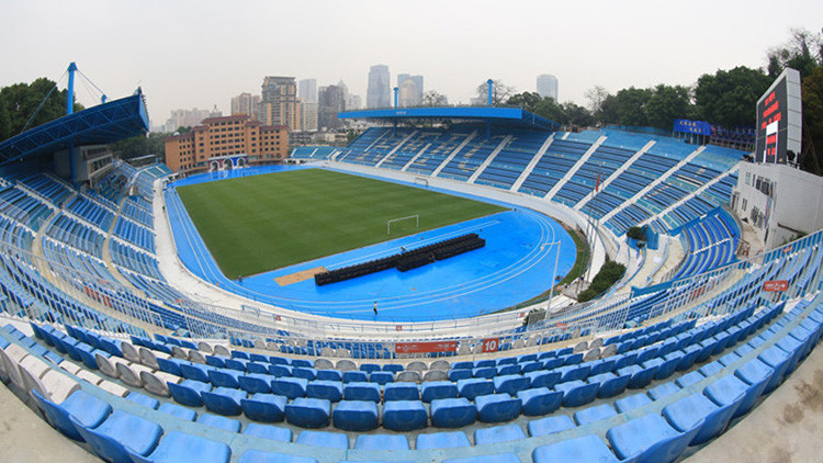 Un equipo de futbol chino acaba con su mala suerte al pintar su estadio de oro