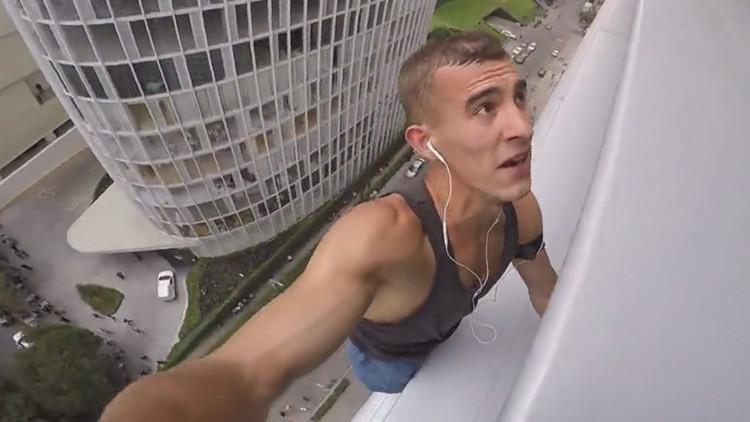 VIDEO: Arrestan al 'hombre araña' ruso luego de escalar una torre de oficinas en México