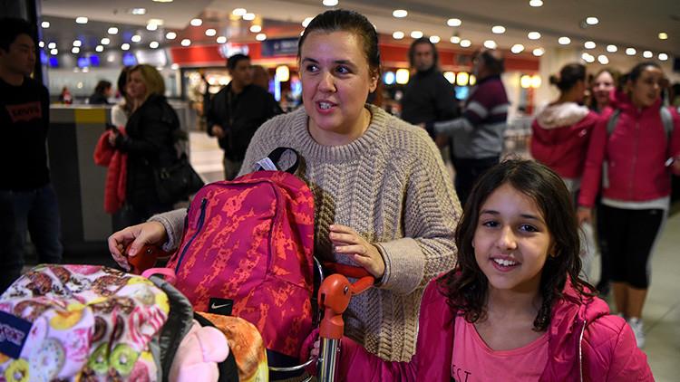 Fotos: Familia argentina que no podía salir de Catar recibe una ayuda inesperada