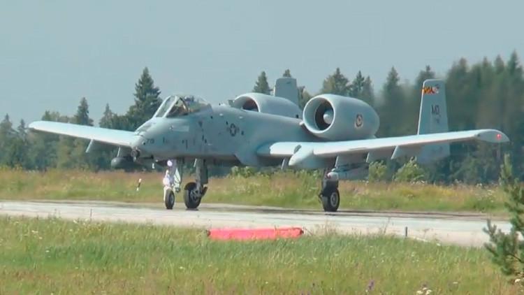 VIDEO: Avión de asalto A-10  de EE.UU. aterriza en una carretera en Estonia