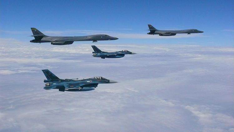 """FOTOS: EE.UU. revela imágenes de sus aviones """"prestos a luchar"""" contra Corea del Norte"""