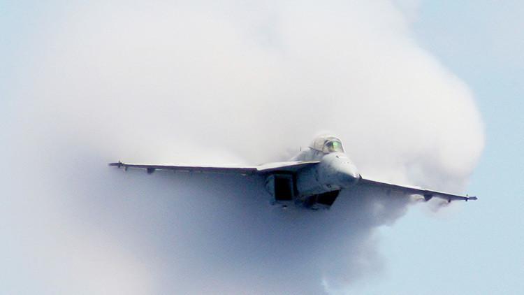 FOTOS: Un caza de EE.UU. realiza un aterrizaje forzoso en el aeropuerto de Baréin