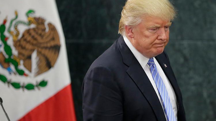¿Cómo festejan su cumpleaños? Escritora mexicana lo hace acuchillando piñata de Trump (VIDEO)