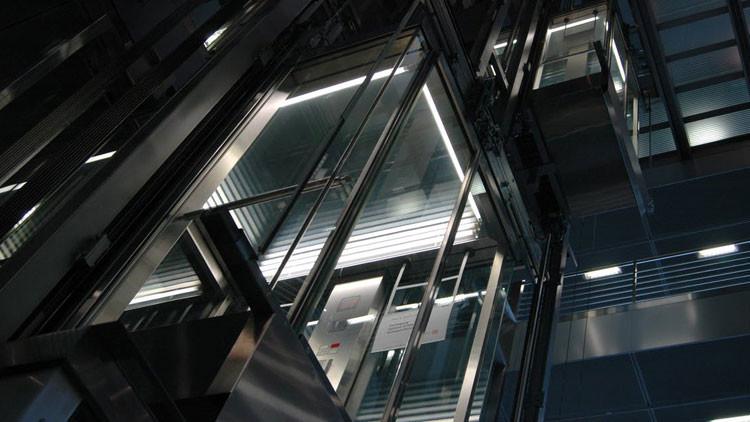 EE.UU.: encuentran muerto a hombre que estuvo atrapado un mes en un ascensor