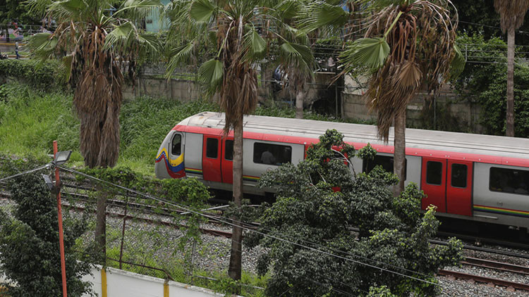 Explosión en un tren impone cese de operaciones en dos estaciones del Metro de Caracas