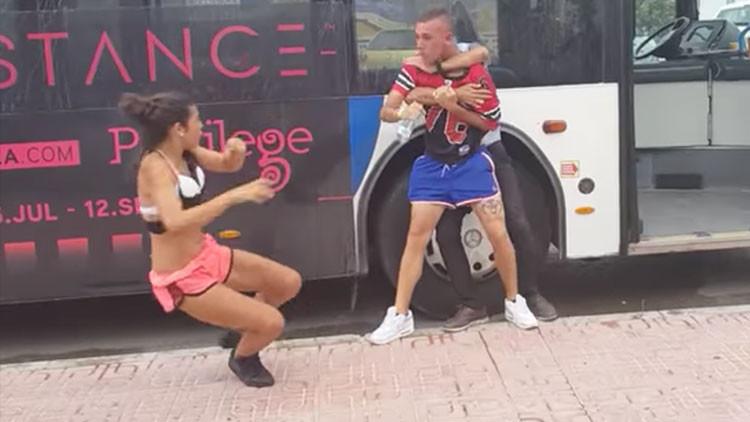 VIDEO: Pareja de jóvenes golpea brutalmente a conductor de autobús en España