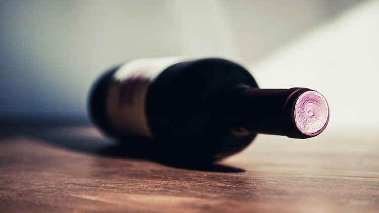 Beber una copa de vino al día prolonga la vida