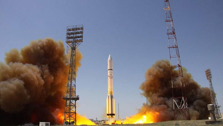 Rusia lanza un satélite militar a bordo del cohete portador Protón-M